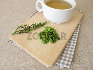 Tee mit Fliederfrüchten