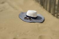 Strandhut mit Sonnenbrille