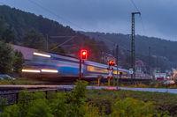 Blauer Personenzug