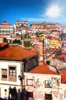 Blick auf die Altstadt Ribeira von Porto