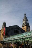 uhrturm und dach vom hamburger bahnhof, deutschland