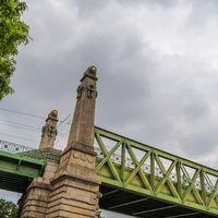 Brücke der Schnellbahn und U-Bahn in Wien