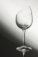 Broken wine glass brightness gradient