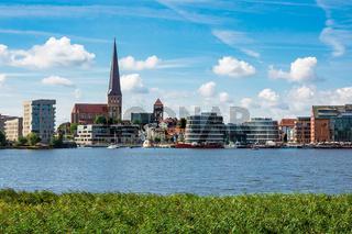 Blick über die Warnow auf die Hansestadt Rostock