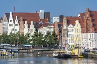Historisches Stadtbild am Fluss Trave in Lübeck