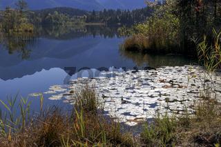 Blaue Stunde am See, Romantischer See in Oberbayern
