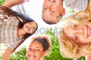 Kinder im multikulturellen Kindergarten