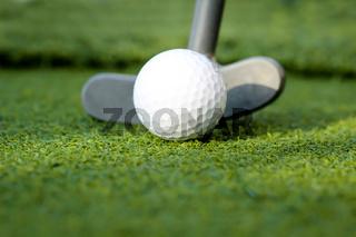 Golfball und Putter