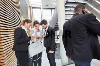 Business Leute mit Tablet Computer