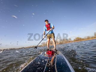 stand up paddleboard making splashes on lake