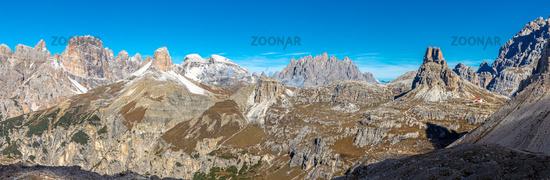 Aussicht von den Drei Zinnen Richtung Sueden, Dolomiten, Suedtirol