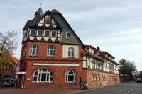 ehemaliges Gasthaus, Kombination aus Ziegelstein-Mauerwerk und Fachwerk