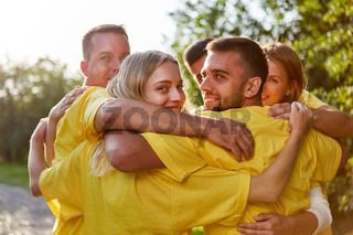 Gruppe Freunde beim Teambuilding Event