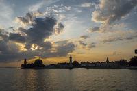 Abendstimmung am Bodensee mit Lindau, Deutschland