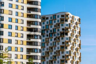 Detailansicht von hohen Wohngebäuden