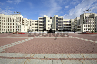 Regierungsgebäude in Minsk, Weissrussland, mit Lenin-Denkmal