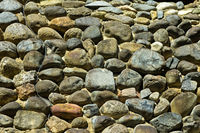 Mauer aus Feldsteinen