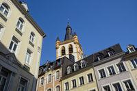 Trier - In den Straßen der Altstadt, Kirche St. Gangolf, Deutschland