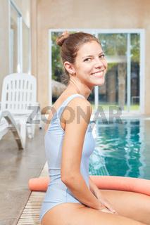 Therapeutin für Hydrotherapie am Pool
