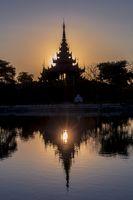 Aussergewöhnlicher Sonnenuntergang in Mandalay, Myanmar (Burma)
