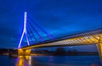Weseler Rheinbrücke bei Nacht