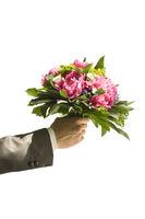 Hand mit Blumenstrauss