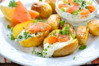 Babykartoffeln mit Kräuterquark und Lachs