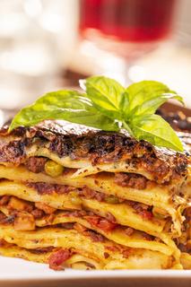 Nahaufnahme einer Portion Lasagne