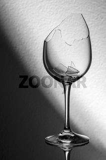 Broken wine glass diagonal brightness gradient