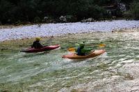 Slowenien, Kanufahrer auf dem Fluss Soča im Nationalpark Triglav