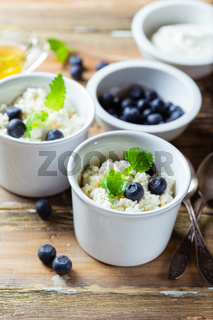 Cottage cheese with blueberries and sour cream