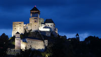 Burg Trencin in einer lauen Sommernacht