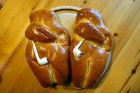 Martinsweck oder Weckmann mit Tonpfeife, gebacken aus süßen Teig, Spezialität aus dem Rheinland