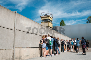 Student group visiting the Berlin Wall Memorial near Nordbahnhof
