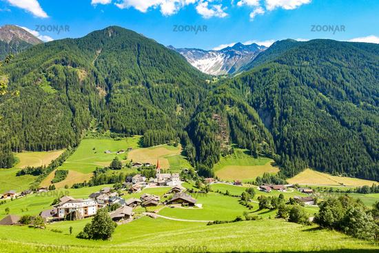 Der malerische Ort Sankt Jakob im Ahrntal, Südtirol, Italien
