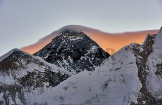 Mount Everest im Sonnenaufgang