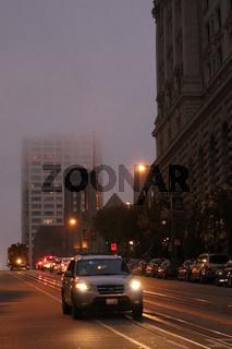 San Francisco, Straße bei Nacht und Nebel