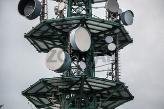 High transmitter mast for mobile services or secret services