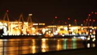 Containerterminal bei Nacht