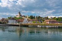 Stadtbild von Schaffhausen mit Rhein und Festung Munot