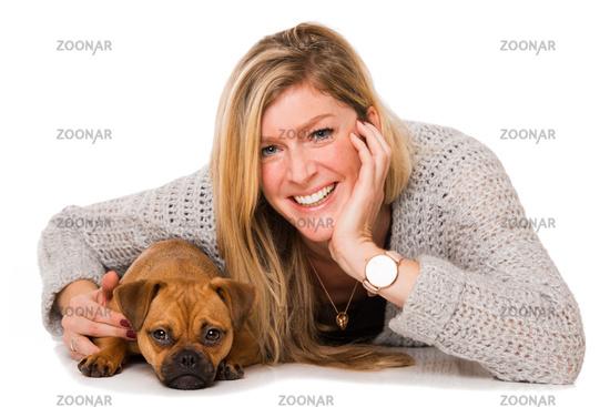 Blonde Frau mit Hund