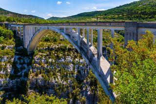 Grandiose bridge