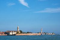 Blick auf die Insel Burano bei Venedig in Italien