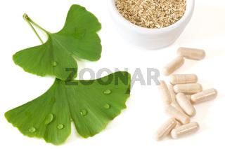 Ginkgo Kapseln mit Blättern