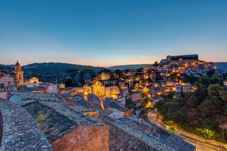 Ragusa Ibla in Sizilien kurz vor Sonnenaufgang