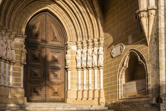 Hauptportal der Kathedrale von Évora, Portugal, Main Portal of the Cathedral of Évora, Portugal