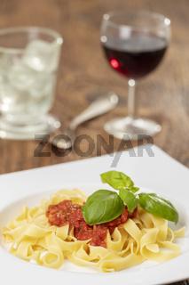 italienische Tagliatella Pasta mit Tomatensauce