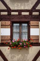 Fränkisches Fachwerk mit Fenster und Fensterladen