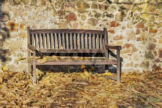Gartenbank im Herbst | Garden bench in the autumn