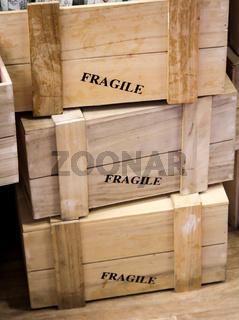 Holzboxen für zerbrechliche Waren